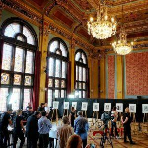 Salón de la histórica Mansión Artus durante la valoración de la colección Zodiac. (Fotografía cedida por FEPFI que puedes ver en su Facebook)